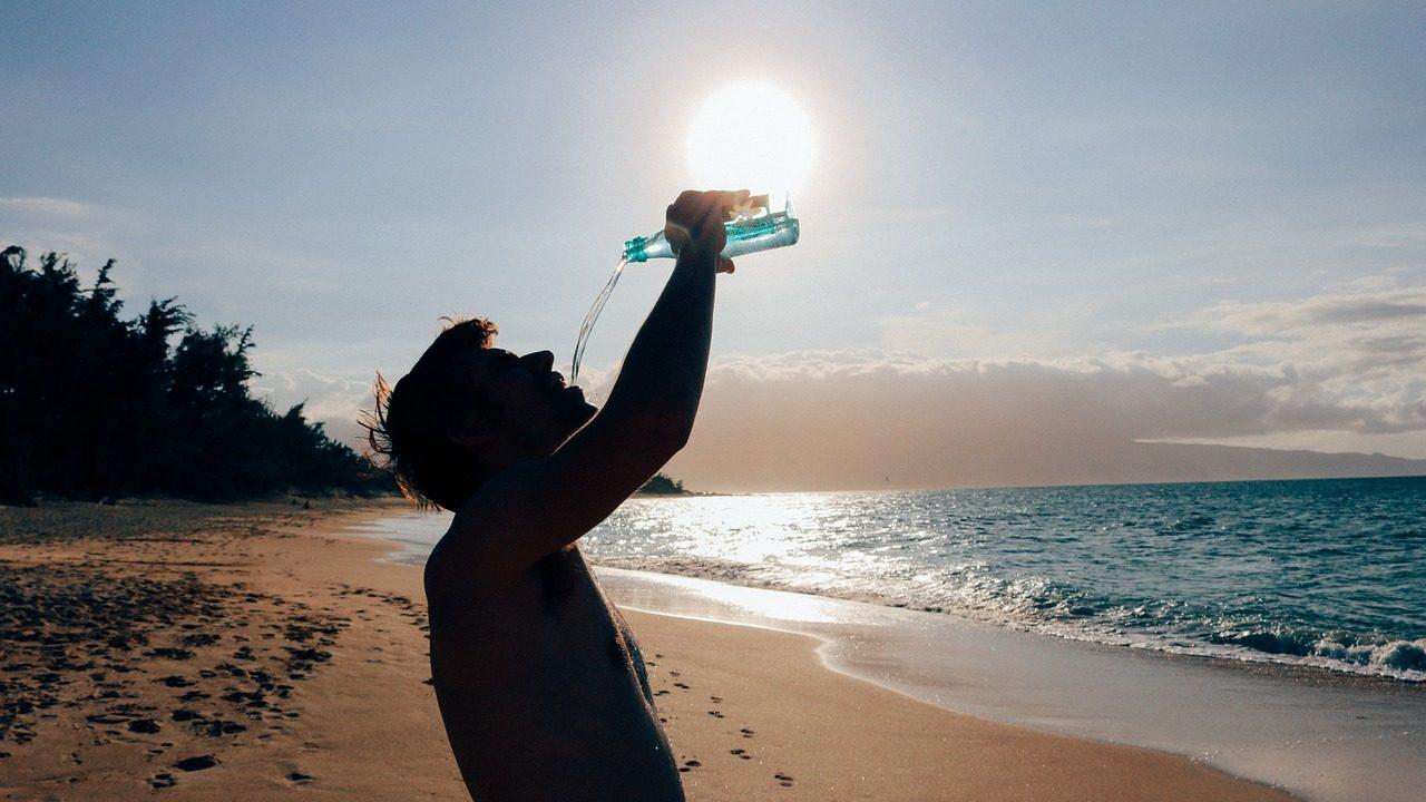 5 beneficios que debes conocer de beber agua diariamente