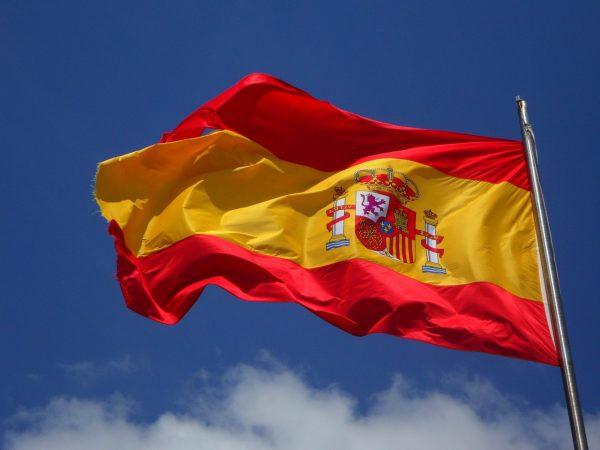 España anuncia más donación de vacunas y más dinero ante el cambio climático