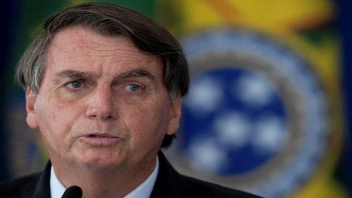 Multan a Bolsonaro por provocar aglomeración en plena pandemia
