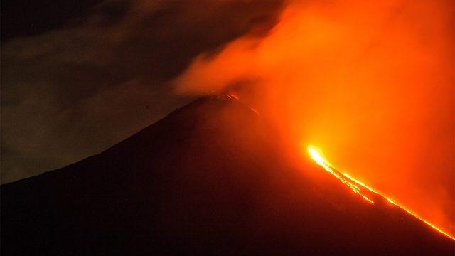 Volcán Pacaya, con fuertes explosiones y dos flujos de lava en Guatemala