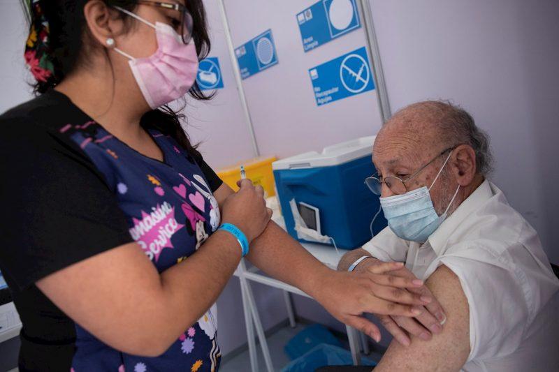 El Salvador comienza la vacunación de ancianos en asilos contra el covid