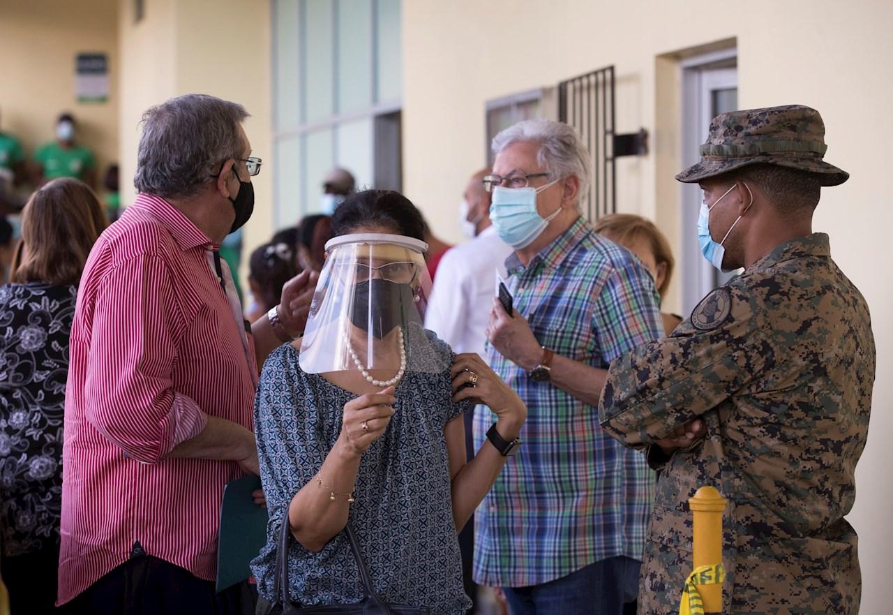 República Dominicana inicia vacunación con mayores de 70 años