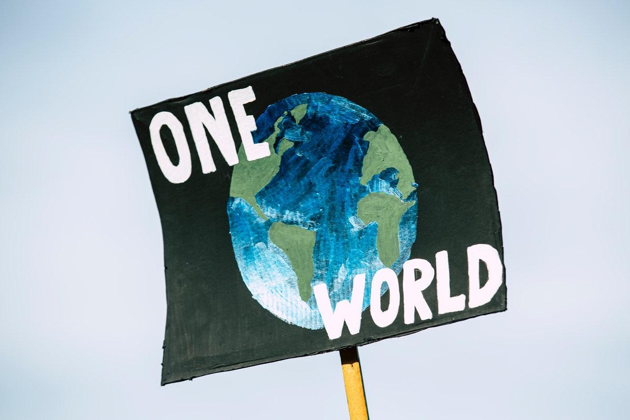 Activistas en Viena forman cadena humana contra el cambio climático
