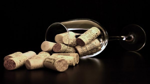 Murphy Good oferta puesto de trabajo por 10,00 dólares y 30 cajas de vino