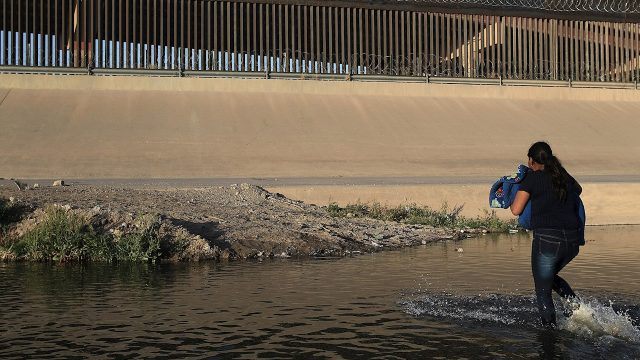 Honduras detiene a guatemaltecos por llevar ilegalmente a 17 centroamericanos