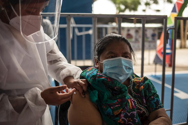 Guatemala registra la cuarta peor vacunación contra covid-19 en América