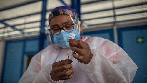 Desconfianza y falta de acceso a internet ralentizan la vacunación en Guatemala