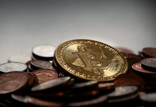 Bitcóin y criptomonedas sufren caída por plan tributario de Joe Biden
