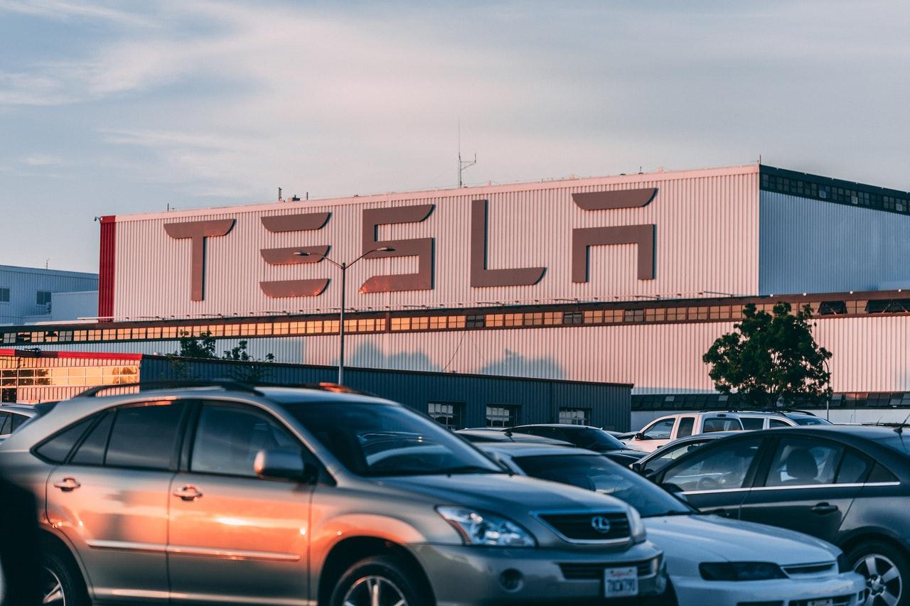 Tesla dice que su inversión en bitcóins tiene un valor de 2,480 mdd