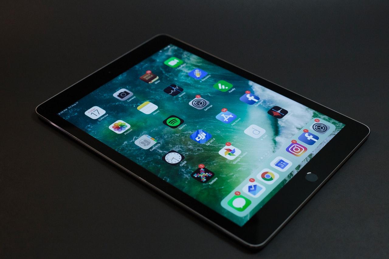 República Dominicana recibe medio millón de tabletas para estudiantes