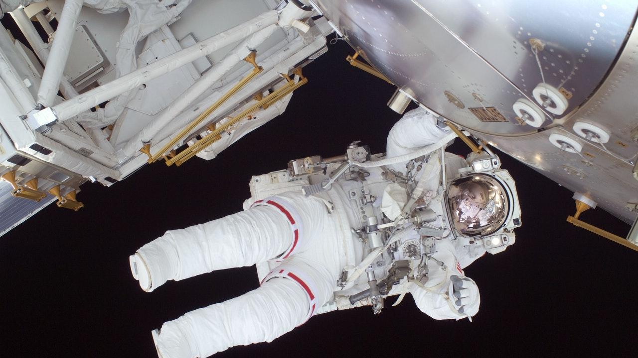 Astronautas, nave y propulsor reutilizables, listos para despegar a la EEI