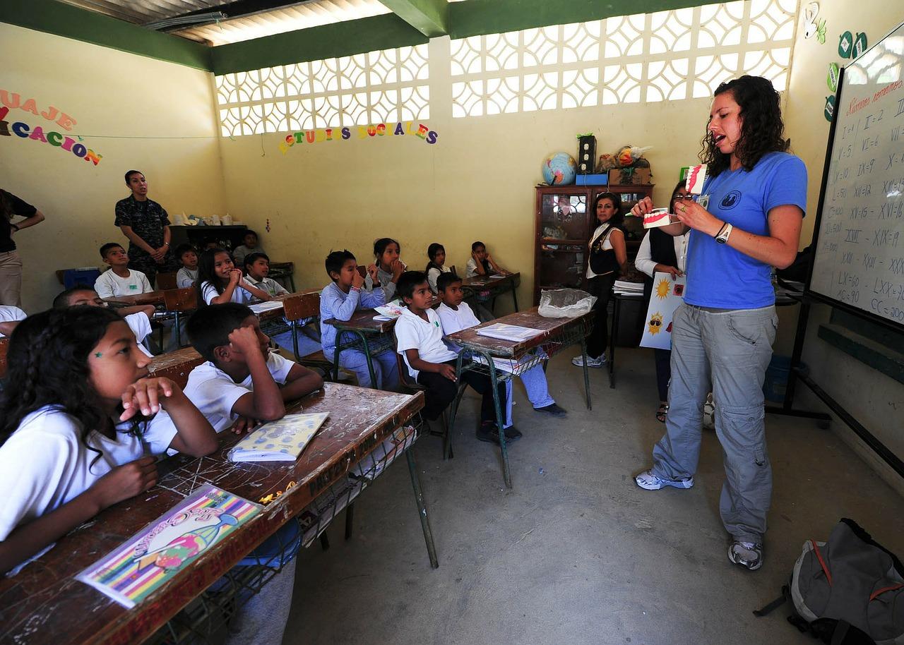 El Salvador reinicia las clases entre medidas sanitarias contra el COVID-19