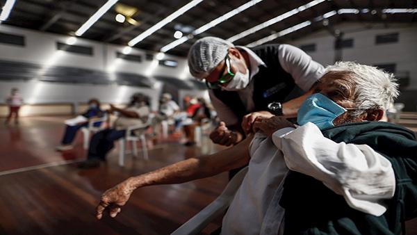 Vacuna anticovid y gripe ilusiona, mientras América quiere más inmunidad