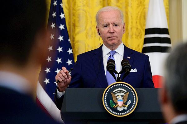 Biden prohíbe inversiones estadounidenses en 59 empresas chinas