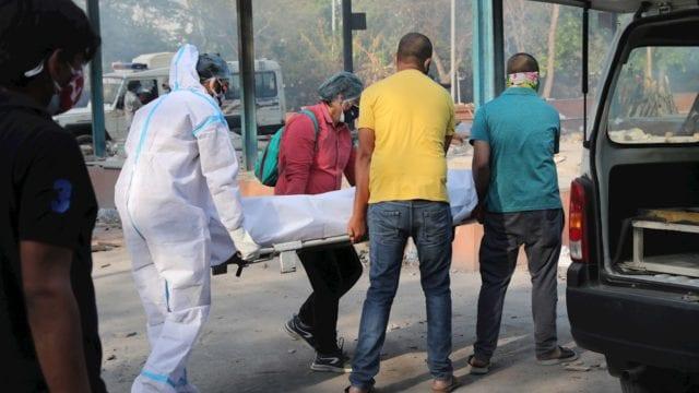 La India registra más de 4,000 muertos y 360,000 contagios diarios por COVID-19