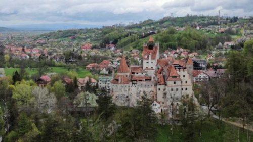'Vlad, el Vacunador': castillo de Drácula atrae a visitantes con vacunas