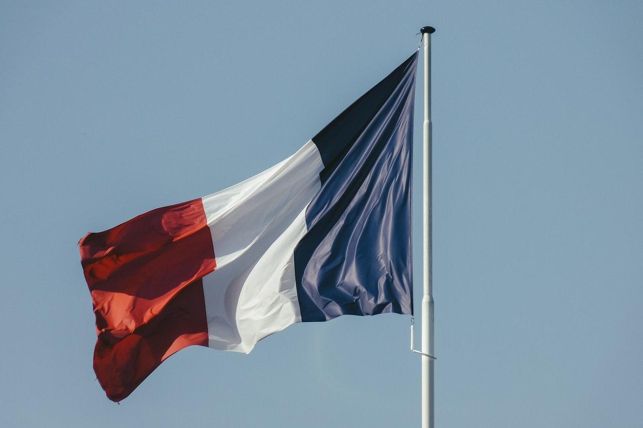 En Francia no apoyan lenguaje inclusivo por ser un obstáculo para el aprendizaje