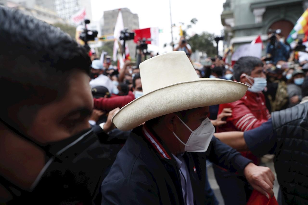 Elecciones Perú: Pedro Castillo supera a Keiko Fujimori en el conteo de votos