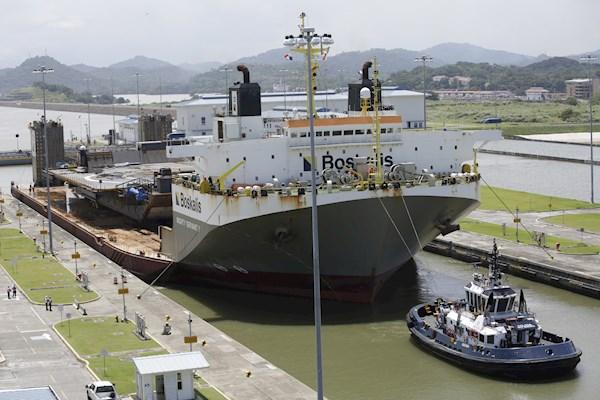 Plataforma marítima de SpaceX cruza el Canal de Panamá hacia el Pacífico