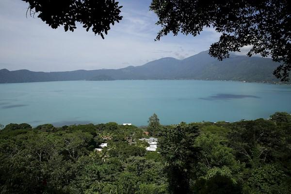 Expertos hacen pruebas en lago de El Salvador por cambio de color