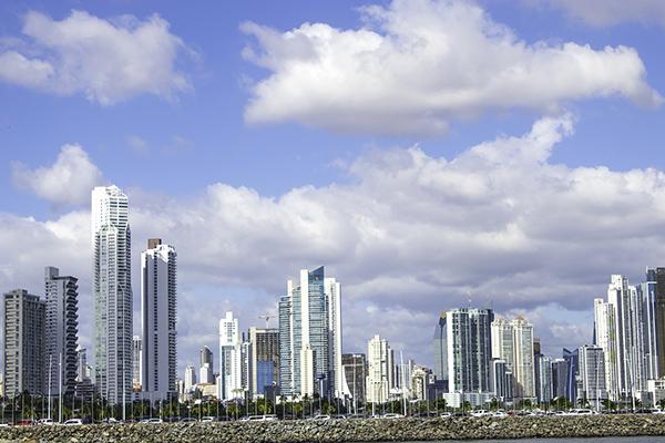 El Parlamento de Panamá aprueba presupuesto nacional ajustado para el 2022