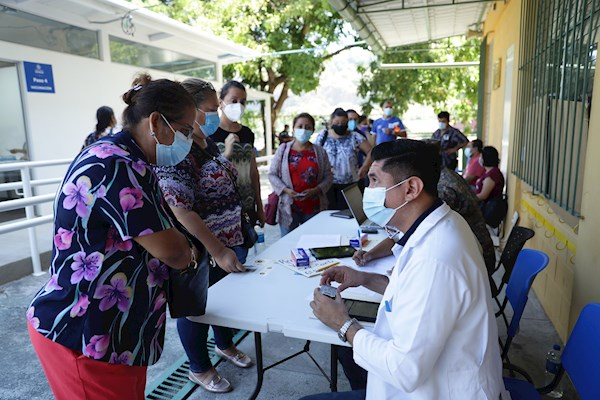 El Salvador aplica más de 2 millones de vacunas contra el coronavirus