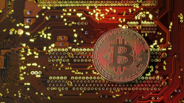 Bancos centrales en acción, Bitcoin aún a la baja: 5 claves en Wall Street