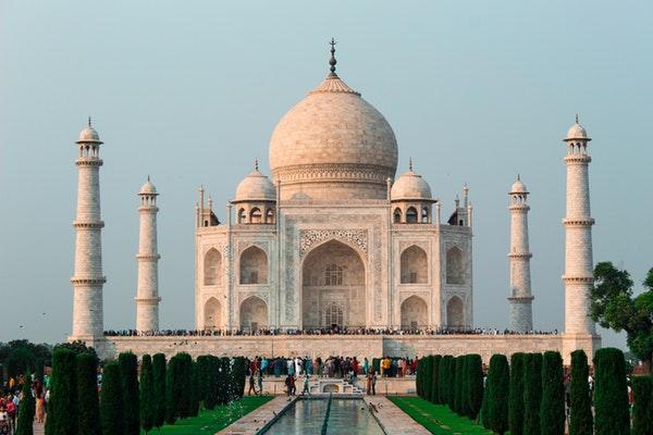 India reabre el Taj Mahal tras alivio en restricciones por COVID-19