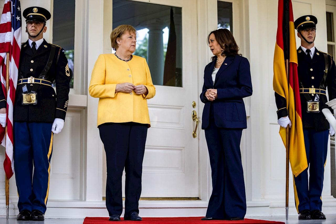 Harris y Merkel escenifican la amistad entre Alemania y EU en un desayuno