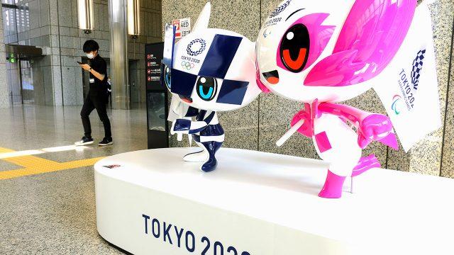 Personajes de los Juegos Olímpicos y Paralímpicos de 2020 en exhibición en Tokio, Japón - 29 de junio de 2021