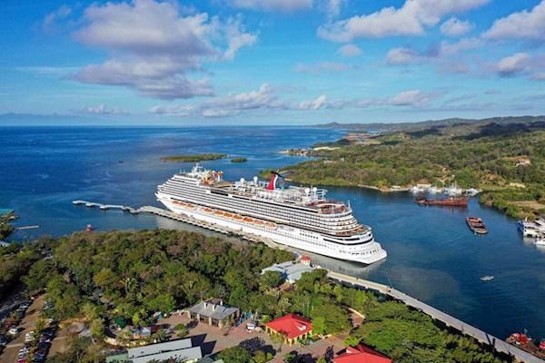 Primer crucero desde la pandemia atraca en Honduras con 3,000 turistas
