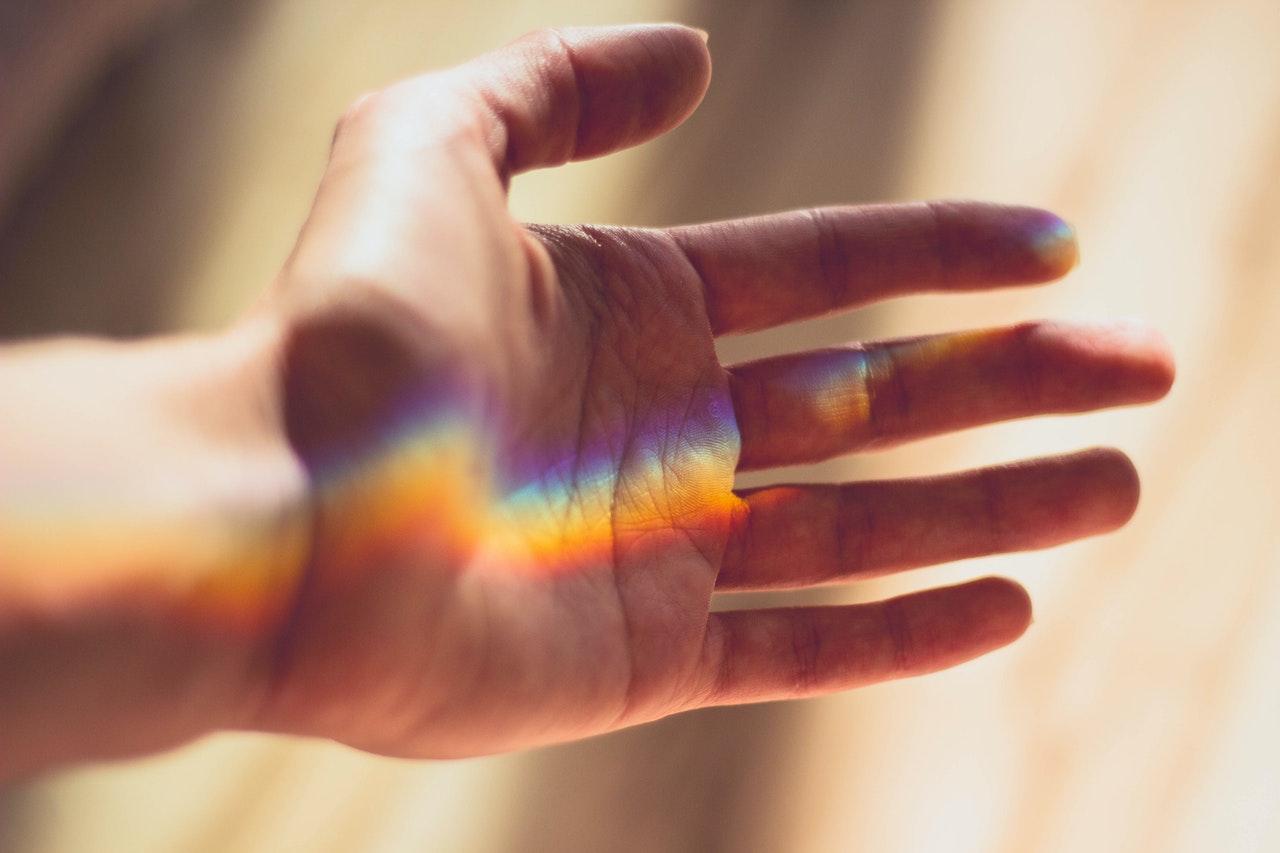 Conseguir energía a partir del sudor de la yema de los dedos