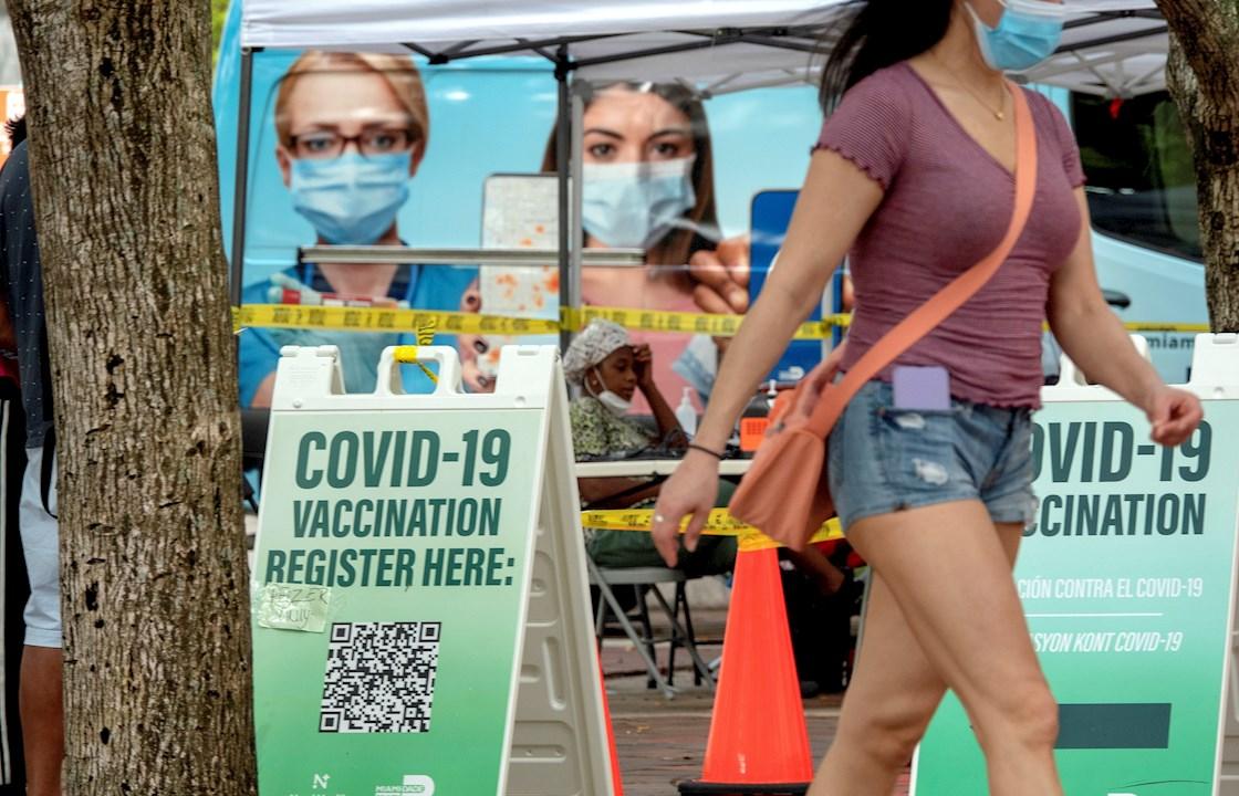 Florida reporta bajada de casos y hospitalizaciones por covid-19