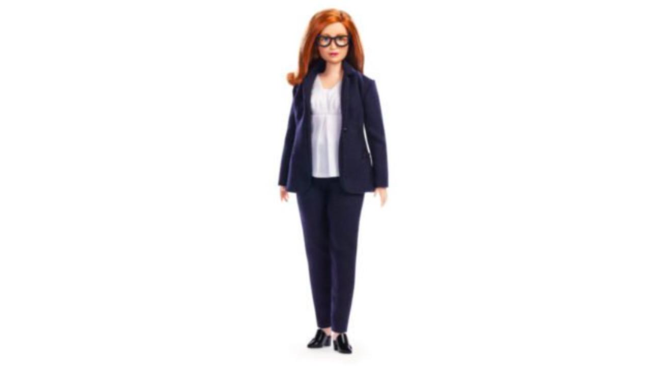 Barbie diseña muñeca en honor a creadora de vacuna AstraZeneca