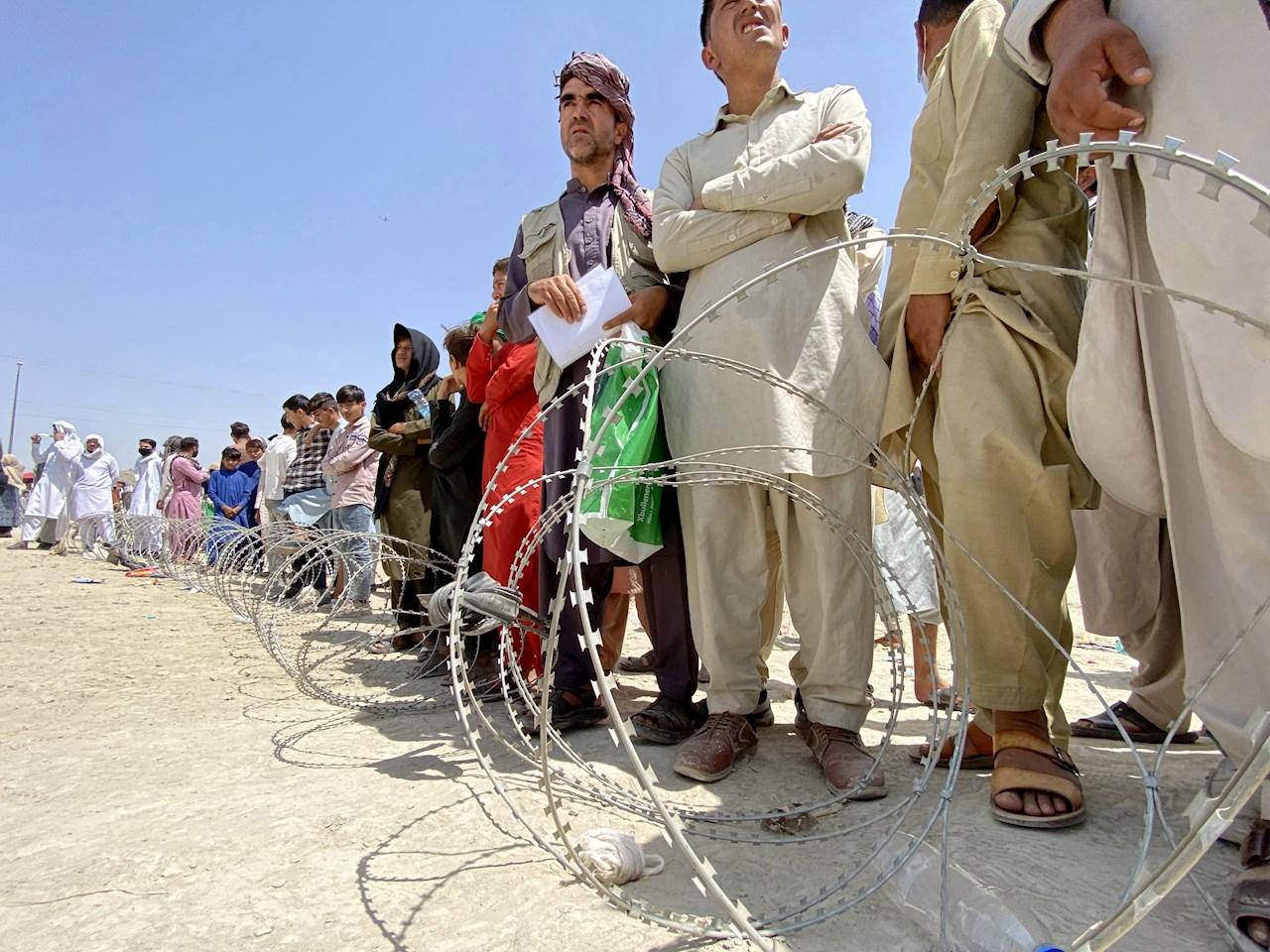 OMS dice que solo le quedan suministros en Afganistán para una semana
