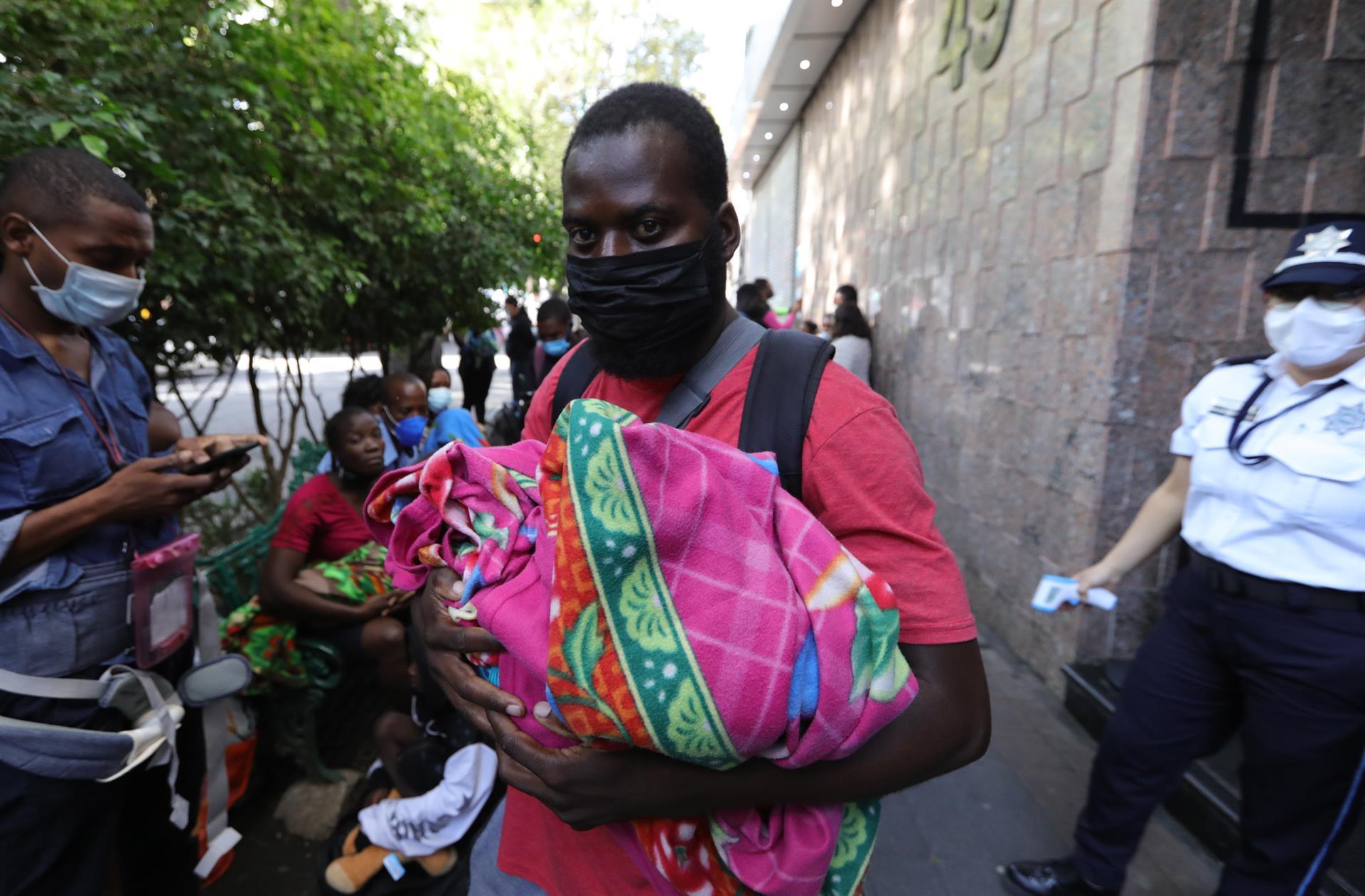 Éxodo de haitianos presiona controles migratorios en Panamá