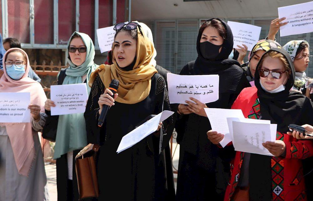 Afganas protestan para reclamar a los talibanes sus derechos