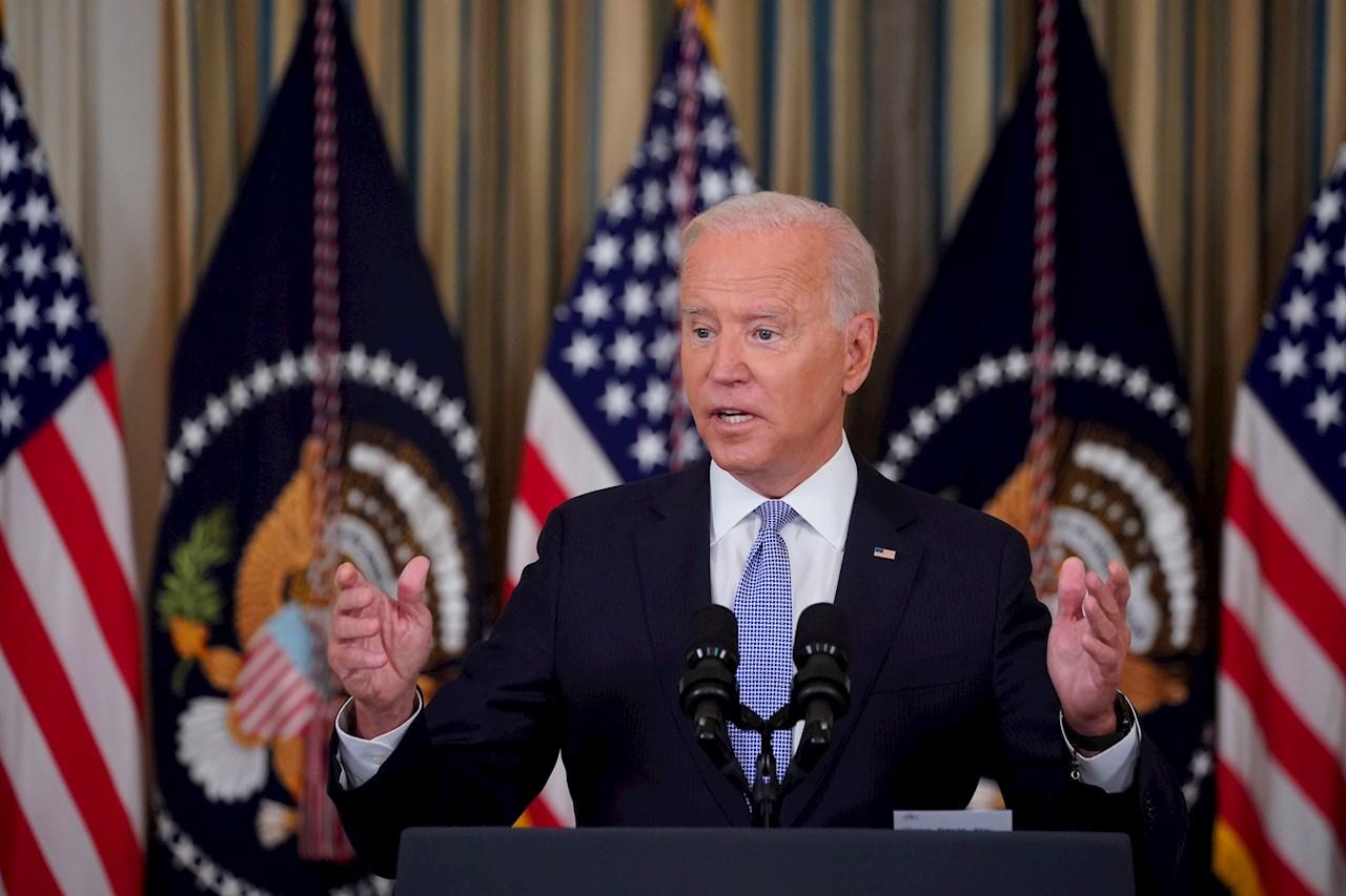 Biden asume responsabilidad por maltrato a migrantes y promete consecuencias