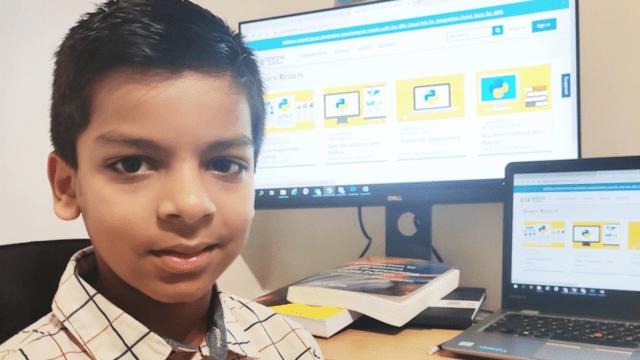 Niño de 6 años es el programador de IA más joven del mundo y todo lo aprendió en pandemia