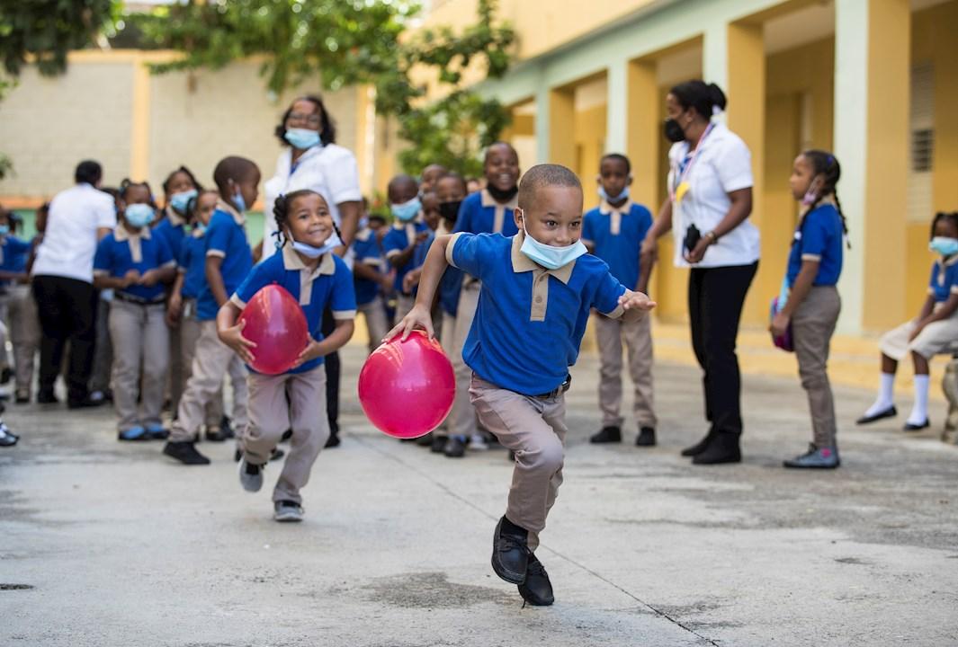 """Reabren las escuelas dominicanas con """"riguroso"""" protocolo por covid"""