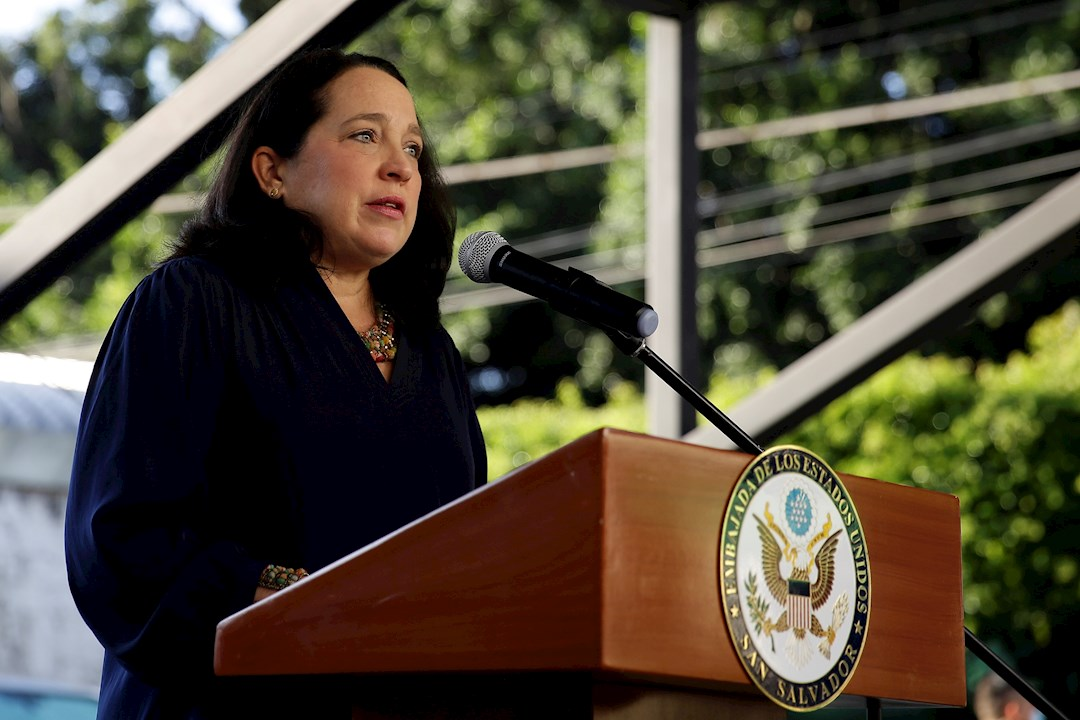 EE.UU. reitera que su país está comprometido con El Salvador