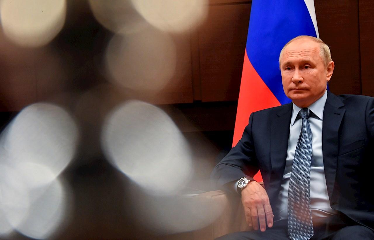 Es monstruoso, enseñar a los niños a cambiar de género: Putin