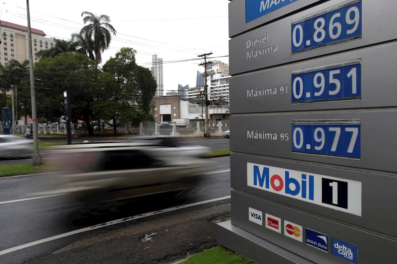 Usuarios varados en Panamá por la huelga contra el alza del combustible