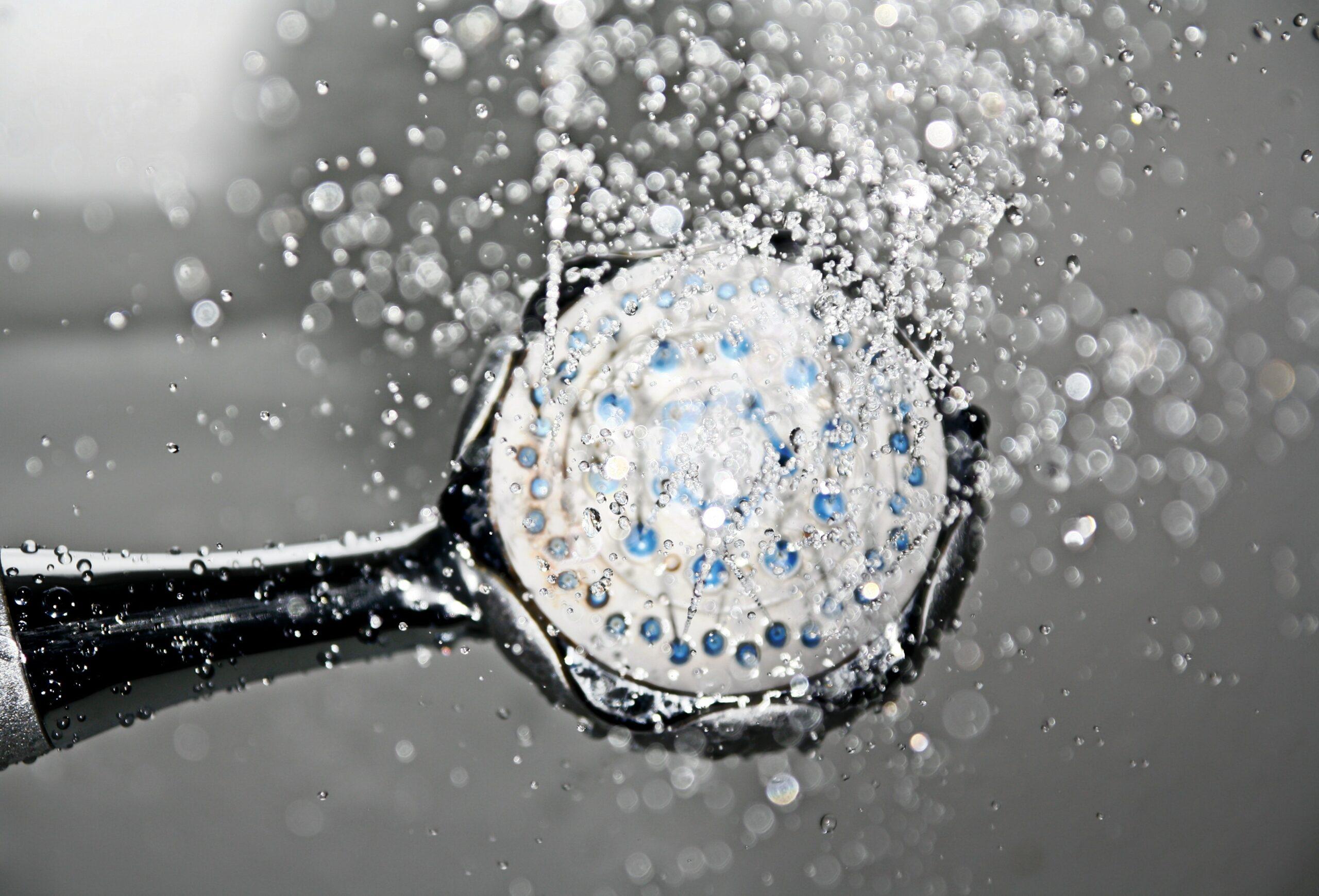 Conoce los beneficios de bañarte con agua fría, ideal para tiempos de crisis